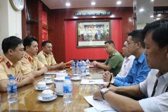 Thành đoàn TP.HCM trao bằng khen cho chiến sĩ CSGT tham gia bắt vụ vận chuyển gần 900 bánh ma túy