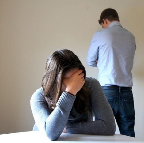 Đang yên ổn, chồng muốn ly hôn vì không còn cảm xúc với vợ