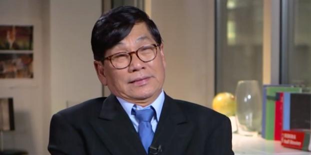 Bac si David Dao lan dau len tieng sau khi bi loi khoi may bay vao nam 2017