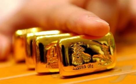 Giá vàng hôm nay 10/4: Nhảy vọt vượt ngưỡng, lượng khách bán tăng nhẹ