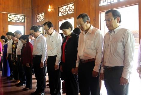Lãnh đạo TP.HCM dâng hương tưởng niệm Chủ tịch Hồ Chí Minh trên quê Bác