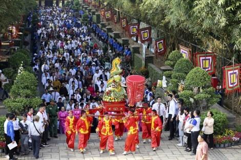 Hàng ngàn người dân dự giỗ Tổ Hùng Vương tại TP.HCM