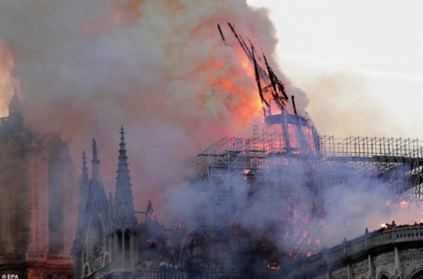 Tổng thống Pháp: 'Cháy Nhà thờ Đức Bà Paris là nỗi đau của cả dân tộc'