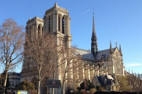 Một phần lịch sử 800 năm của Paris hóa thành tro bụi