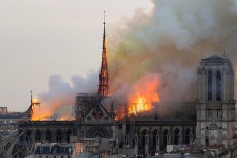 Tỷ phú Pháp đóng góp hơn 10 nghìn tỷ đồng để xây lại Nhà thờ Đức Bà Paris