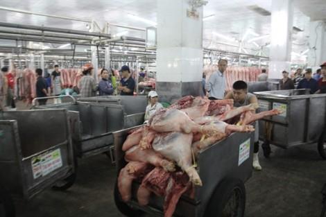 Thương lái 'giở chiêu', thịt heo liên tục tăng giá