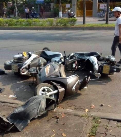Ô tô mất lái tông loạn xạ khiến 3 phụ nữ bị thương nặng
