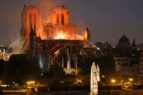 Nguyên nhân cháy Nhà thờ Đức Bà có thể do chập điện