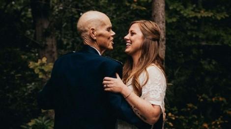 Cô dâu bỏ buổi chụp ảnh đính hôn để thực hiện bộ ảnh gia đình cùng cha
