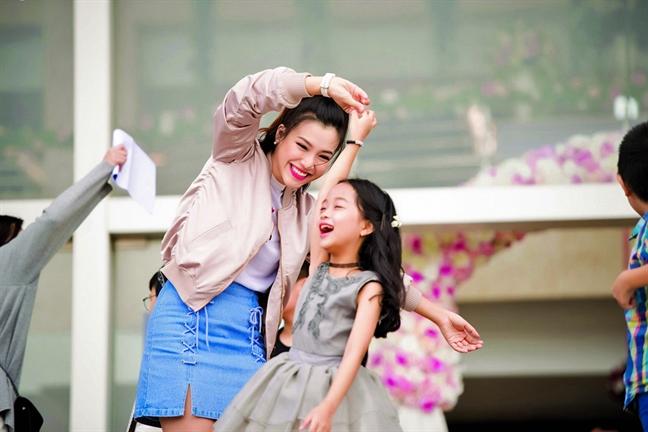 Dien vien - MC Hoang Oanh: Dung cho nhan sac mang lai am em