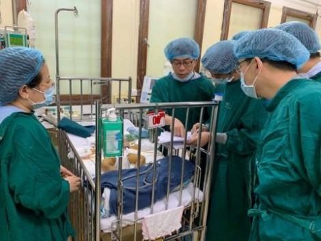 Ghép gan cứu sống bệnh nhi nhỏ tuổi nhất Việt Nam chỉ nặng 6,7 kg