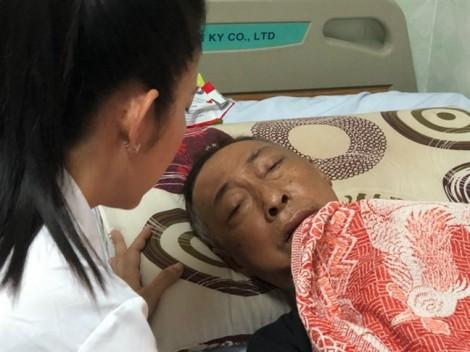 Đại diện Sở VH-TT TP.HCM thăm nghệ sĩ Lê Bình