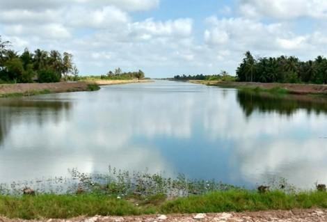 Ngóng  nước ngọt  từ hồ  Ba Tri