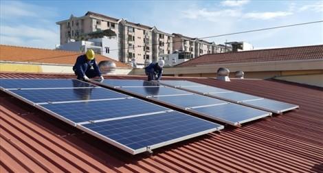 49 hộ dân đầu tiên được ký hợp đồng thu mua điện mặt trời