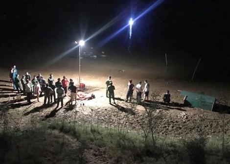 Cả trăm người đỏ đèn tìm kiếm 3 chị em mất tích khi tắm sông