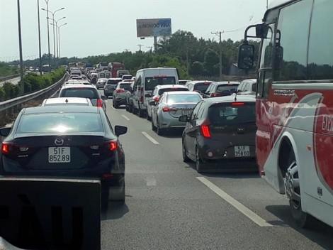 Nghỉ lễ với nỗi ám ảnh 'kẹt xe nghiêm trọng' quanh khu vực trạm thu phí cao tốc