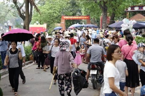 Ngày cuối của đợt nghỉ lễ, nhiều người vẫn đổ xô về các khu vui chơi của Hà Nội