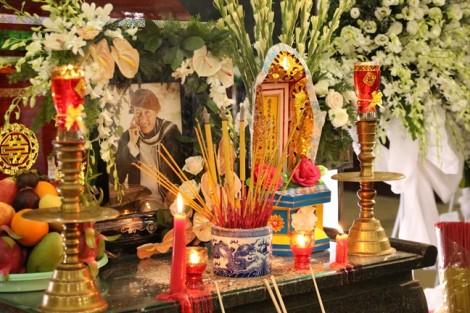 Nhiều nghệ sĩ đến chia buồn cùng gia đình nghệ sĩ Lê Bình