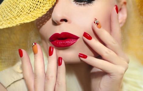 Clip cách vẽ nail họa tiết siêu đẹp dù không có hoa tay cho nàng đón hè