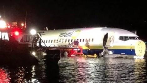 Máy bay chở 142 người lao xuống sông tại Florida