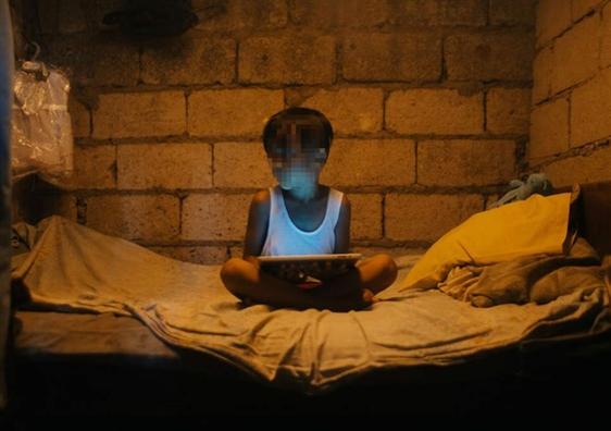 Philippines: Tre em thoat khoi duong day khieu dam qua mang kho tro ve nha