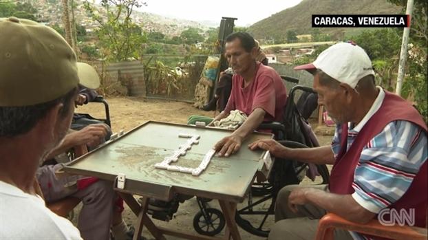 Venezuela: Nguoi gia tro thanh ganh nang giua nen kinh te suy thoai