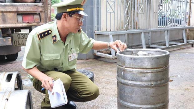 Binh Phuoc: Phat hien, thu giu hang ngan lit bia hoi khong ro nguon goc