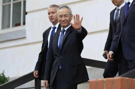 Trung Quốc đe dọa đáp trả sau khi Mỹ tăng thuế nhập khẩu lên 25%