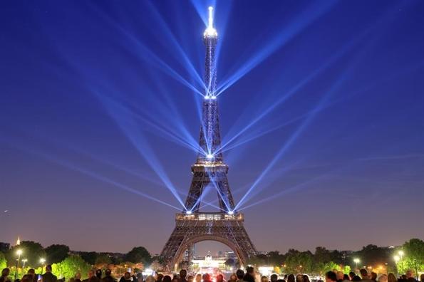 Top anh trong tuan: Nguoi dan Phap mung thap Eiffel tron 130 tuoi