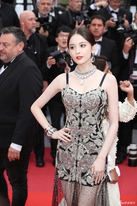 Những chiếc đầm xuyên mà không hở trên thảm đỏ Cannes 2019