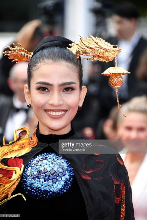 Thảm đỏ Cannes 2019 ngày thứ chín: Áo dài, sao nữ gặp sự cố