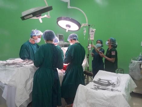 Mổ lấy khối u gần 7kg cho nữ bệnh nhân bụng to như mang thai song sinh