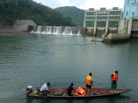 Thủy điện xả nước bất ngờ khiến thuyền lật làm 1 người chết