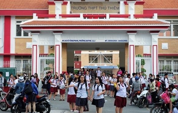 Truong THPT Thu Thiem thu lo tien on thi cua hoc sinh hang tram trieu dong