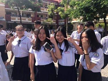 Vu Truong THPT Thu Thiem thu lo tien on thi cua hoc sinh: Thu sai van khong chiu tra!
