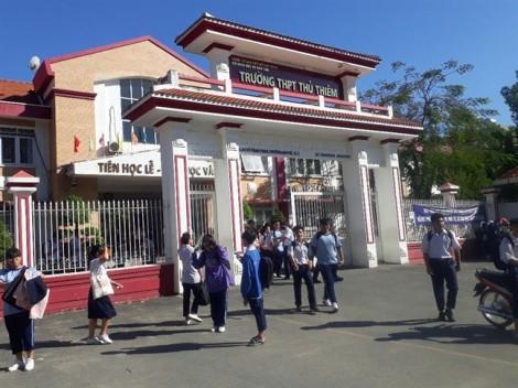 Vụ Trường THPT Thủ Thiêm thu lố tiền ôn thi của học sinh: Thu sai vẫn không chịu trả!