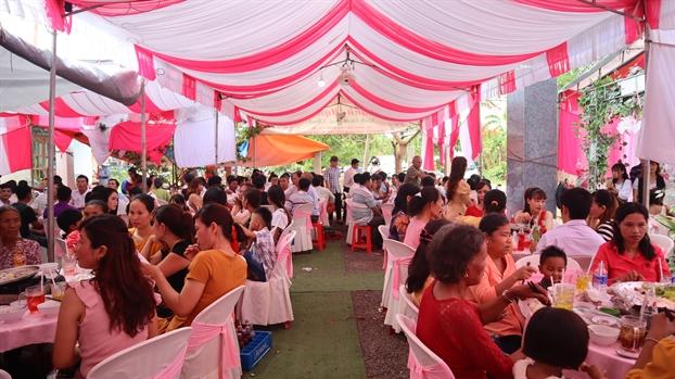 Chuyen la o Binh Phuoc: dam cuoi 50 ban, khong mot giot ruou bia