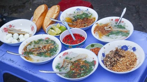 Đến Đà Nẵng nhớ 'ra ruộng' ăn tô bánh canh cá biển nướng chỉ 10.000 đồng
