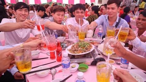 Chuyện lạ ở Bình Phước: đám cưới 50 bàn, không một giọt rượu bia