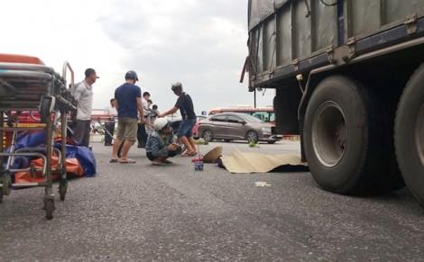 Mẹ trẻ cùng con gái 8 tuổi tử vong dưới gầm xe tải