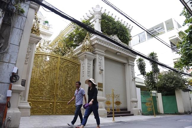Ong Doan Ngoc Hai  dep via he nhung lai cho phep khach san coi them tang