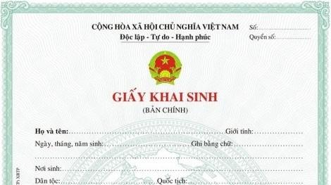 Rắc rối khai sinh cho con khi cha mẹ chưa đăng ký kết hôn