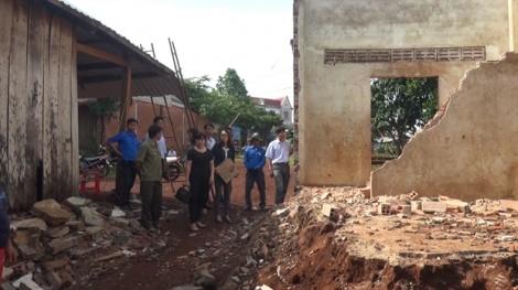 Lốc xoáy càn quét gần 100 héc ta cây trồng và 2 căn nhà, ước thiệt hại trên 3 tỷ đồng
