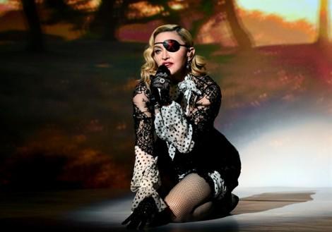 Madonna lần đầu lên tiếng về 'yêu râu xanh' Hollywood