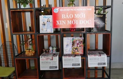 Về Tân Phú, uống cà phê, đọc báo...