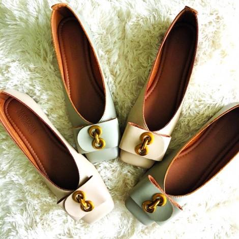Những đôi giày đi qua mùa hè