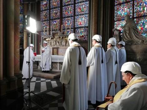 Nhà thờ Đức bà Paris cử hành thánh lễ đầu tiên sau vụ hoả hoạn
