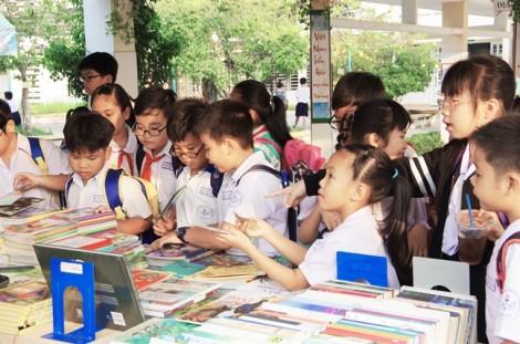 Xây dựng thói quen đọc từ trường học: Đừng nói suông!