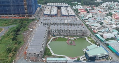 Công ty Hưng Lộc Phát nói được miễn giấy phép, UBND Q.7 khẳng định đình chỉ xây dựng là đúng