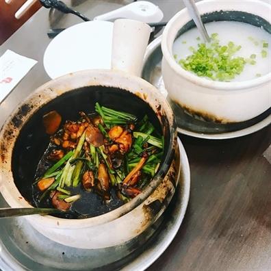 Doi vi cung chao trong chieu mua Sai Gon